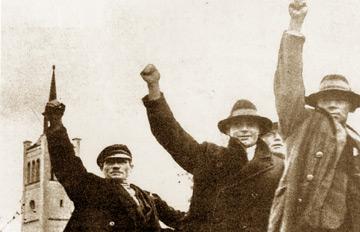Meeleavaldajateks ümberriietatud Nõukogude sõjaväelased juunis 1940 Tallinnas