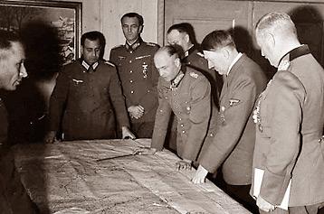 2acee142a9e Saksa kõrgeim väejuhatus tutvub Barbarossa plaaniga. Foto: Bundesarchive